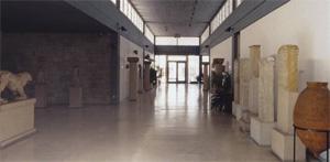 Αρχαιολογικό Μουσείο Ιωαννίνων. Άποψη τον εκθεσιακόν χώρον. Λήψη: δεκαετία τον 1980.